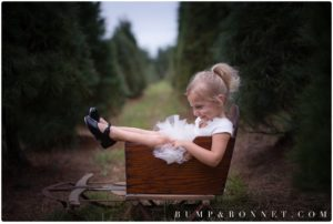 2016 holiday mini sessions at a christmas tree farm, bump and bonnet, family photographer, nashville family photographer, nashville baby photographer, newborn photography, maternity photographer